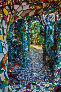 hippy room 515732594813518187 - Mosaic tile house – Venice, California Source by Mosaic Garden, Mosaic Art, Mosaic Glass, Mosaic Tiles, Garden Art, Mosaics, Stained Glass, Places To Travel, Places To Visit