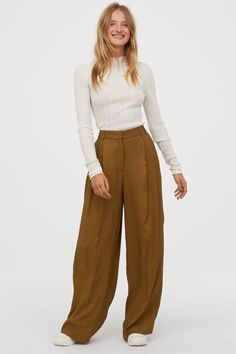Fall Fashion Outfits, Fashion Pants, Casual Outfits, Gothic Fashion, Wide Leg Trousers, Trousers Women, H&m Trousers, Pantalon Large, Cocktail Attire
