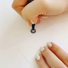 Mandala Sketch, Mandala Doodle, Mandala Art Lesson, Mandala Artwork, Mandala Drawing, Doodle Art Drawing, Pencil Art Drawings, Cool Art Drawings, Hipster Drawings