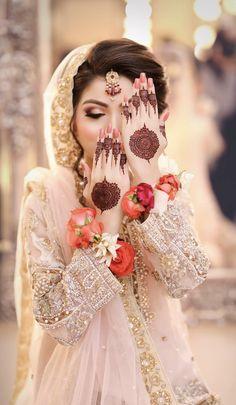 Mehndi Design Offline is an app which will give you more than 300 mehndi designs. - Mehndi Designs and Styles - Henna Designs Hand Pakistani Bridal Makeup, Bridal Mehndi Dresses, Nikkah Dress, Bridal Henna, Bridal Outfits, Wedding Dresses, Mehndi Designs For Girls, Wedding Mehndi Designs, Mehndi Design Images