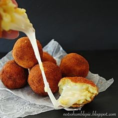 Arancini with left over rissoto. I Love Food, Good Food, Yummy Food, Tapas, Appetizer Recipes, Appetizers, Mezze, Couscous, Italian Recipes