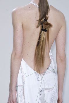 Hussein Chalayan at Paris Fashion Week Fall 2016 ~ Pinning, sorry, What Kind of HairStyle Is This???