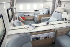 Reserve your international flights among more than 500 Air France destinations worldwide. Find offers from Air France USA and flight schedules. Air France, Flying First Class, First Class Seats, First Class Plane, Flights To London, London Hotels, Travel News, Air Travel, Travel Hacks