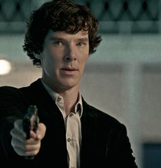 Notice how he has to steady his hand while otherwise he can shoot without hesita… Sherlock Holmes 3, Benedict Sherlock, Sherlock Fandom, Benedict Cumberbatch Sherlock, Sherlock John, Sherlock Tumblr, Jim Moriarty, Sherlock Quotes, Benedict And Martin