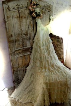 shabby chic fantasy weddings pinterest kleider sch ne kleider und t ll. Black Bedroom Furniture Sets. Home Design Ideas