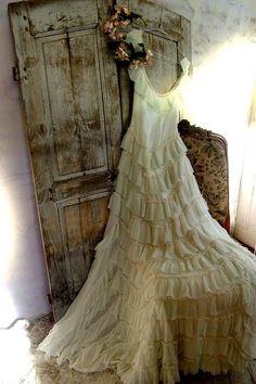 Quiet Romance...vintage licht groene roezeljurk | Textiel Accessoires | De Merel Brocante webwinkel