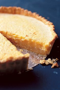 Nigel Slater Recipe: Lemon Tart (Gardenista: Sourcebook for Outdoor Living) Lemon Desserts, Lemon Recipes, Tart Recipes, Köstliche Desserts, Baking Recipes, Sweet Recipes, Delicious Desserts, Dessert Recipes, Yummy Food