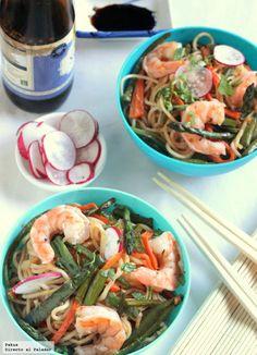 Noodles con langostinos y verduras a la soja. Receta ligera con fotos paso a paso del proceso de elaboración y presentación. Consejos para...