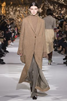 Acne Studios Fall 2017 Ready-to-Wear Fashion Show - Milena Litvinovskaya