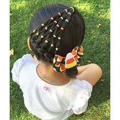 "Hairstyle inspired by Shelley @prettylittlebraids I just changed the arrow braid she originally had for an elastic candy corn style. #HalloweenHairChallenge . Candy corn bow made by me #pr3ttyhairstyles #PG_CandycornHair"" Photo taken by @pr3ttygirl79 on Instag"