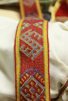 Band with Leksand motifs. Tablet woven by Stephan Franke