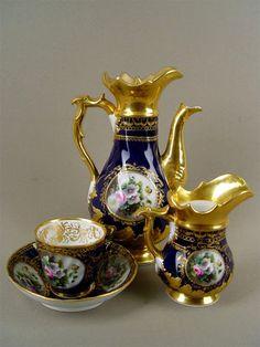 porcelaine russe XIXe et XXe siècles. Vintage High Tea, Tea Sets Vintage, Vintage Coffee, Teapots Unique, Antique Tea Cups, Teapots And Cups, Teacups, Tea Cup Set, Tea Service
