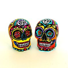 These ceramic sugar skull cake toppers will add a festive Day of the Dead touch to your wedding decor. Each skull will be hand painted with great…
