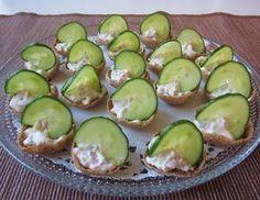 Herkkuja leipomassa: Ruissipsit kinkkutäytteellä/ Rye chips with ham fi. Rye, Tapas, Avocado, Chips, Food And Drink, Healthy Recipes, Healthy Food, Baking, Fruit