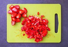 Brioșe cu iaurt și căpșune (fără zahăr) Plastic Cutting Board, Food And Drink, Banana