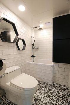Bathtub Reglazing Ideas to turn your old bath tub to new Walk In Bathtub, Corner Bathtub, Bathtub Makeover, Bathtub Accessories, Bathtub Caddy, Simple Bathroom, Toilet, Home Improvement, Indoor