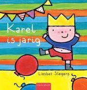 Karel is jarig. Jippie! Karel is jarig! Hij krijgt een mooie kroon van mama. Oma en opa én Kaatje komen naar zijn feestje. Kom jij ook?  Een warm verhaal waarin een vrolijke Karel thuis zijn verjaardag viert.