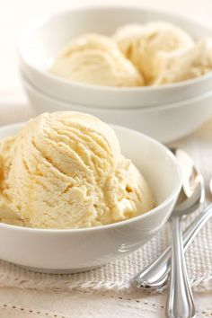 This homemade maple ice cream recipe is perfect to pair with apple, pumpkin or pecan pie.