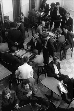 Cafeneaua Luvru, 1942.  Foto: Willy Pragher