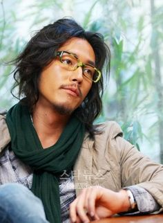 Jang Hyuk is great looking even when he's scruffy.