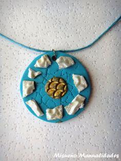 Colgante fantasia de Fimo de color turquesa.  www.misuenyo.com / www.misuenyo.es