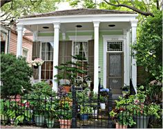 Garden Disstrictt Home in New Orleans,Blooming in June New Orleans Homes, Sims 4 Houses, Historic Homes, Townhouse, Small Spaces, The Neighbourhood, Pergola, Condo, Bloom