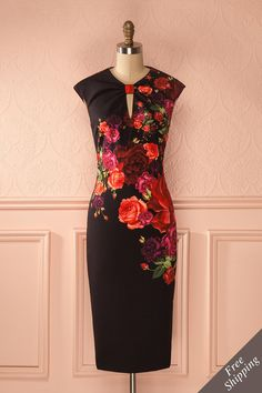 Sa carrière était florissante.  Her career was blossoming. Iza - Black fitted short sleeved dress with floral print www.1861.ca