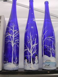 Getting inspired by use of old wine bottles done by others? Here we bring a meticulously planned round up of the most creative wine bottle painting ideas. These DIY wine bottle painting designs is sure to add bling to your home decor. Glass Bottle Crafts, Wine Bottle Art, Painted Wine Bottles, Painted Wine Glasses, Bottles And Jars, Diy Bottle, Blue Bottle, Vintage Bottles, Crafts With Wine Bottles