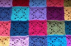 Simply Squared Granny - Free crochet pattern by AYYA Handmade. One square measures just under with dk yarn and hook. Crochet Squares, Crochet Blanket Patterns, Crochet Motif, Free Crochet, Granny Square Blanket, Granny Squares, Granny Pattern, Free Pattern, Patchwork Blanket