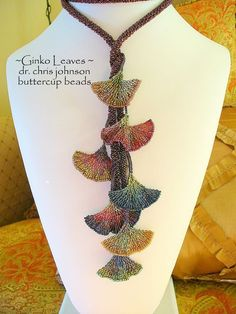 Ginko leaves by Chris Johnson Seed Bead Tutorials, Beading Tutorials, Beading Patterns, Seed Bead Flowers, Beaded Flowers, Bead Jewellery, Seed Bead Jewelry, Chris Johnson, Seed Bead Necklace