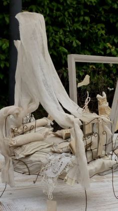 Miniature Quilts, Miniature Crafts, Miniature Fairy Gardens, Tiny Furniture, Miniature Furniture, Dollhouse Furniture, Dollhouse Family, Woodlands Cottage, Stationery Craft
