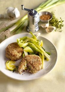 Salmon Cakes - These cakes start with canned Alaskan salmon and canola mayonnaise (both superior sources of include leeks and metabolism-boosting pepper, and are rolled in cholesterol-lowering sesame seeds before sautéing. Baby Food Recipes, Great Recipes, Cooking Recipes, Favorite Recipes, Easy Recipes, Classic French Dishes, Salmon Cakes, Crab Cakes, Superfood Recipes