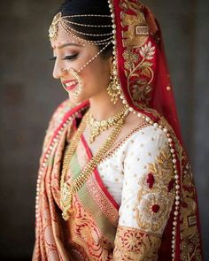 The Crimson Bride - The go-to Indian wedding inspiration and planning platform for the modern Indian bride. Indian Bridal Outfits, Indian Bridal Fashion, Indian Bridal Wear, Indian Dresses, Bridal Dresses, Bridal Lehenga, Saree Wedding, Gujrati Wedding, Make Up Braut