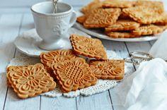 Mézes mesekeksz bögrésen - kekszpecséthez is   Rupáner-konyha Healthy Sweet Snacks, Apple Pie, Waffles, Cupcake, Deserts, Sweets, Cookies, Breakfast, Food