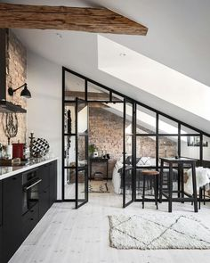 6 ways to create a rustic Scandinavian kitchen - Vaunt Design - - Traditional vs rustic Scandinavian interior design. What really is the difference? If clean, bright and clutter-free living is your idea. Scandinavian Kitchen, Scandinavian Interior Design, Contemporary Interior, Luxury Interior, Scandinavian Design House, Scandinavian Lighting, Black Interior Design, Scandinavian Apartment, Black And White Interior