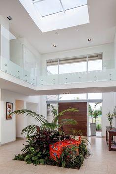 González y Asociados, Casa MP Foyer Design, Home Room Design, Dream Home Design, Home Interior Design, Modern Kitchen Design, Modern House Design, Beautiful House Plans, Luxury Homes Dream Houses, Diy Home Decor On A Budget