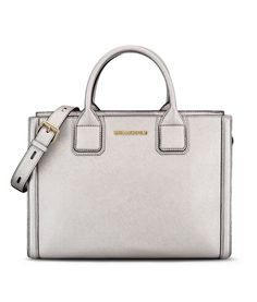 Are you looking for Karl Lagerfeld women's K/KLASSIK TOTE? Discover all the details on Karl.com. Fast delivery and secure payment.