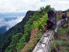 Bokor se localiza en el parque nacional Preah Monivong, en Camboyaas