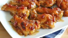 A sweet and sticky Hawaiian sauce with bits of bacon smother these chicken drummies . it's heaven on a drumstick! By Daring Gourmet Ingredients 2 lbs chicken drummettes (or party wings - a combination of drummettes and wings) 1 Best Chicken Wing Recipe, Sweet Hawaiian Crockpot Chicken Recipe, Hawaiian Chicken, Chicken Wing Recipes, Pineapple Chicken, Chicken Drummies Recipes, Baked Chicken Legs, Sticky Chicken, Crusted Chicken