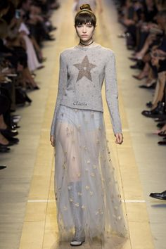 Christian Dior Spring 2017 Ready-to-Wear Fashion Show - Grace Hartzel (Next)