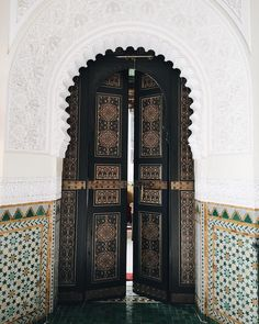 Marakkech with Soludos. – Sincerely Jules Marakkech with Soludos. Marrakesh, Mamounia Marrakech, Marrakech Morocco, Moroccan Design, Moroccan Style, Islamic Architecture, Art And Architecture, Wrath And The Dawn, Moroccan Doors
