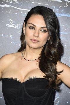 Pin for Later: Mila Kunis kehrt ins Rampenlicht zurück Mila Kunis in Dolce & Gabbana