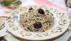 Espaguete com atum – spaghetti all tonno – é um clássico da culinária italiana e tem uma saudável combinação de dois ingredientes, atum e anchovas, que são