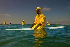 Hazmat Surfing – Le triste futur des océans