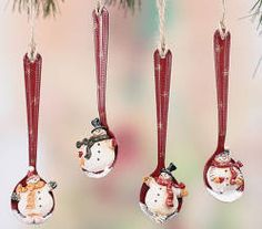 This would be cool to make. Paint the spoons red and then paint the snowmen on them!! So going to try it!