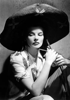 Available now at: www.etsy.com/shop/vintageimagerystore Viejo Hollywood, Hollywood Cinema, Vintage Hollywood, Hollywood Glamour, Hollywood Stars, Classic Hollywood, Hollywood Icons, Hollywood Fashion, Katharine Hepburn