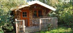 De Schrijvershut (the writershut) Stilte plek! - Guesthouses te Huur in Easterein, Friesland, Nederland Tiny House, Small Spaces, Gazebo, Shed, Outdoor Structures, Cabin, House Styles, Places, Home Decor