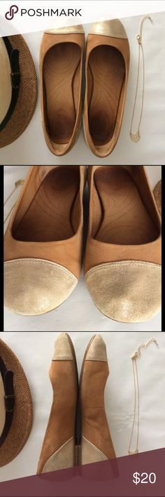 Clarks Leather Nude Flats 6.5 Used Once Clarks Leather Nude Gold Flats 2-tone 6.5 used couple of times. Very comfortable Clarks Shoes Flats & Loafers