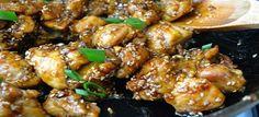 Een heerlijk koolhydraatarm kipgerecht, kip met sesamzaadjes, sesamolie, groenten, rijstwijn en kruiden.