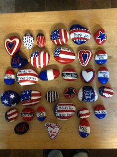 Creative Ideas For Painted Rocks For Garden 42 Pebble Painting, Pebble Art, Stone Painting, Diy Painting, Rock Painting Patterns, Rock Painting Ideas Easy, Rock Painting Designs, Paint Ideas, Patriotic Crafts